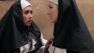 Coppia di monache spregiudicate
