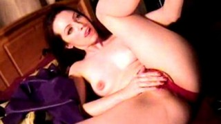 Emily Marilyn si masturba