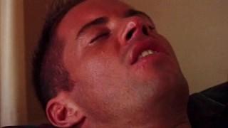 Gay con la lingua nel culo