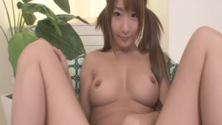Sana Anzyu si masturba la fica umida e pelosa