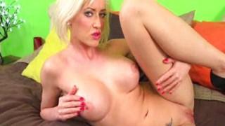 Sexy strip di una bionda