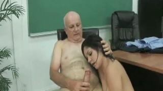 Studentessa porca scopata da vecchio professore