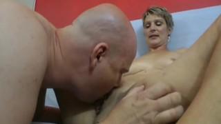 Una milf bionda a un casting porno